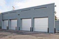 Garage de estacionamiento con las puertas Fotografía de archivo libre de regalías