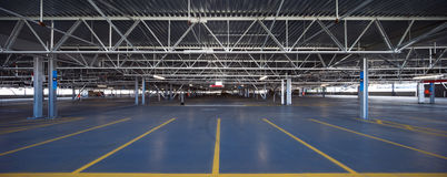 Garage de estacionamiento del aeropuerto Imagen de archivo libre de regalías