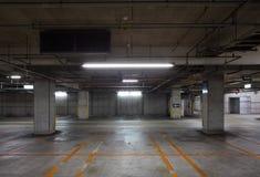 Garage de estacionamiento subterráneo imagen de archivo