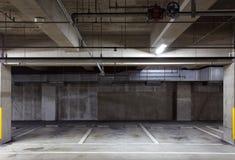 Garage de estacionamiento subterráneo imágenes de archivo libres de regalías