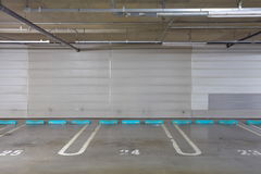 Garage de estacionamiento subterráneo Foto de archivo