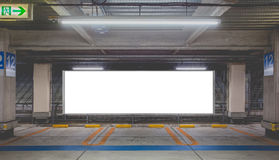Garage de estacionamiento subterráneo Imagenes de archivo