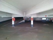 Garage de estacionamiento vacío Fotografía de archivo libre de regalías