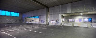Garage de stationnement abandonné Photo stock