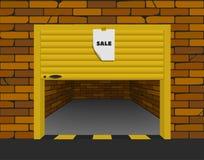 Garage del mattone con i portoni sezionali aperti nella prospettiva Fotografia Stock