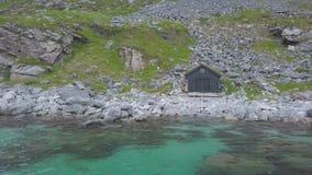 Garage della barca alla spiaggia stock footage