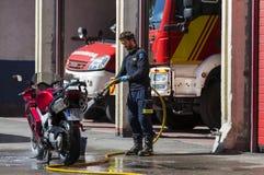 Garage des voitures et de l'équipement du corps de sapeurs-pompiers de ville Photos stock