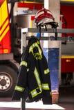 Garage des voitures et de l'équipement du corps de sapeurs-pompiers de ville Image libre de droits