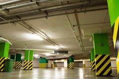 Garage di parcheggio, nel sottosuolo interiore Immagini Stock