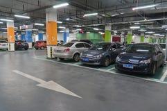 Garage di parcheggio sotterraneo Fotografie Stock Libere da Diritti
