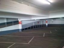 Garage di parcheggio vuoto Immagini Stock Libere da Diritti