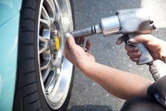 Garage e concetto delle parti dell'automobile Immagini Stock Libere da Diritti