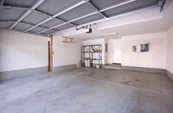 Garage en complexe d'appartements Images stock