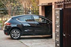 Garage entrante dell'automobile Fotografia Stock Libera da Diritti