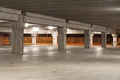 Garage entro la notte Immagini Stock