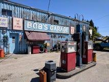 Garage för egennamn` s som en uppdiktad TV auto-shoppar presenterat i liten vik för Schitt ` s arkivbilder