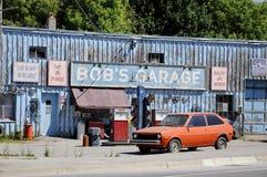 Garage för egennamn` s som en uppdiktad TV auto-shoppar presenterat i liten vik för Schitt ` s royaltyfri fotografi