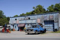 Garage för egennamn` s som en uppdiktad TV auto-shoppar presenterat i liten vik för Schitt ` s arkivfoton