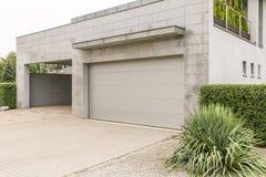 Garage in grande casa Immagine Stock