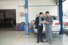 Garage Mechanic Explaining to Customer Royalty Free Stock Photography
