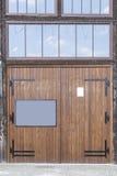 Garage och dörr Arkivbild