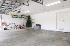 Garage quasi vuoto fotografia stock libera da diritti