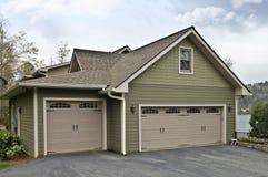 Garage-Türen auf Haus Stockfoto