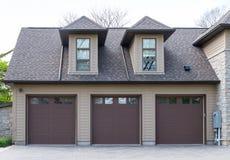 Garage triple photos libres de droits