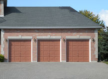 Garage triple Imagenes de archivo