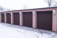 Garagem automática de Brown para carros para três lugares Imagens de Stock