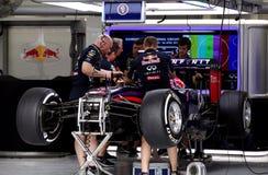 Garagem da parada do poço da equipe Red Bull Competir-Renault imagens de stock royalty free