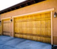 Garagem de 3 carros Fotografia de Stock Royalty Free