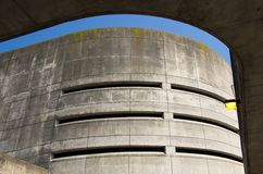 Garagem de estacionamento concreta na estação de MBTA Fotografia de Stock