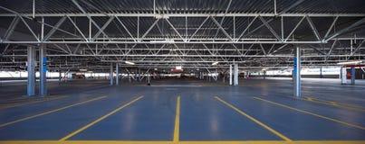 Garagem de estacionamento do aeroporto Imagem de Stock Royalty Free