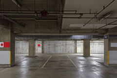 Garagem de estacionamento subterrânea Foto de Stock Royalty Free