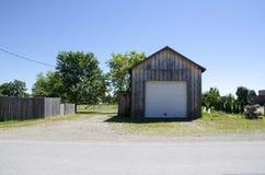 Garagem de madeira no campo, Ontário Canadá Fotografia de Stock