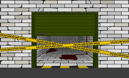 Garagem entreaberta com sangue para dentro, fita de advertência incluida Fotos de Stock Royalty Free