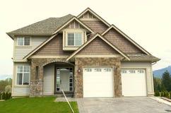 Garagem Home nova da parte dianteira da casa   Imagem de Stock Royalty Free
