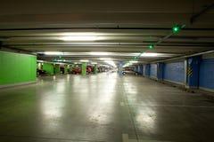 Garagem interior/subterrânea do estacionamento Foto de Stock