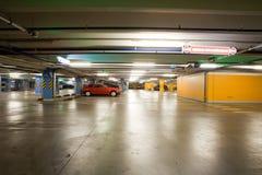Garagem interior/subterrânea do estacionamento Fotos de Stock Royalty Free