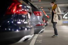 Garagem subterr?nea ou estacionamento moderno do carro fotos de stock royalty free