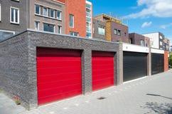 Garagem vermelha imagens de stock