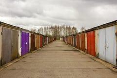 Garagengemeinschaftsperspektive an einem bewölkten Tag Lizenzfreie Stockbilder