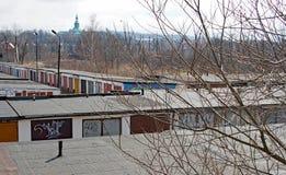 Garagens com portas coloridas, Jelenia Gora, Polônia Fotos de Stock