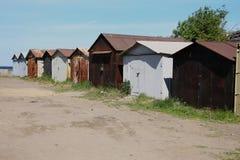 Garagens de estacionamento oxidadas velhas fotografia de stock royalty free
