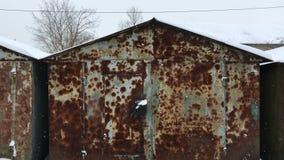 Garagens pequenas velhas do carro vídeos de arquivo