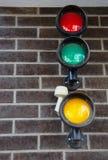 Garageparkeringsljus på tegelstenväggen royaltyfri foto