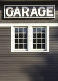 Garagetecken på träväggen Arkivbild