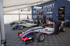 Garaje auto de la academia del deporte Fotos de archivo libres de regalías
