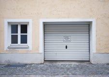 Garaje de la casa del parque Fotografía de archivo